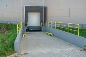 K1 iparcsarnok kamion dokkoló